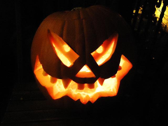 » Halloween Kürbis schnitzen (Malvorlage und Anleitung)