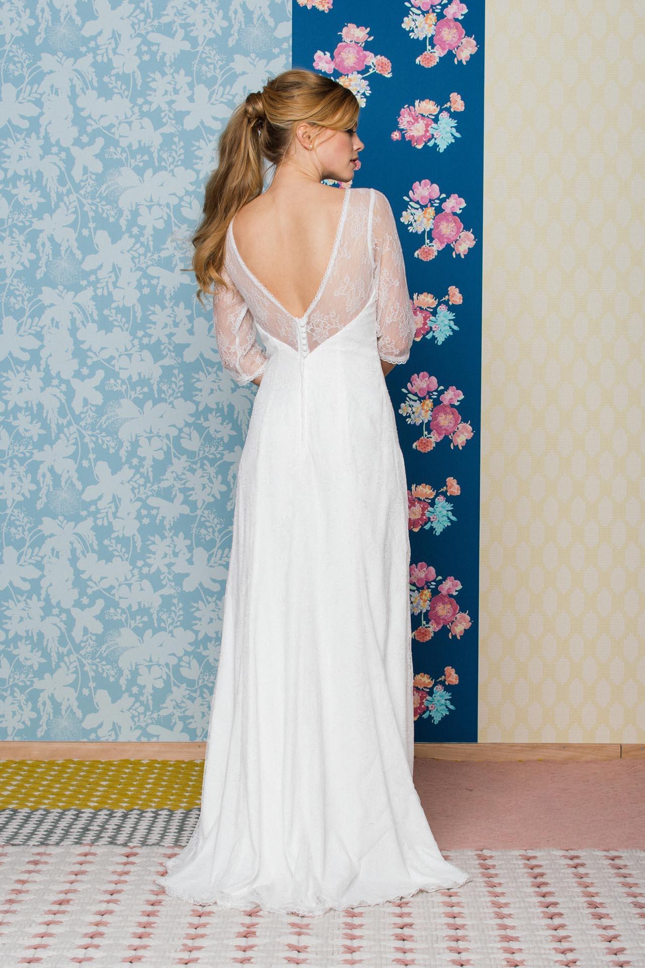 Brautkleid mit 34 Arm in feiner Vintage Spitze  schmal flieender Boho Traum