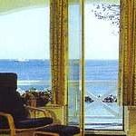 Vom Wohnbereich aus auf den Balkon - genießen Sie die leichte Brise im Gesicht.