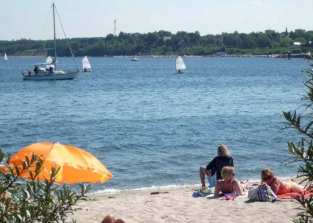 Blick vom Nachbardorf Bad Strande nach Schilksee und Ihr Ferienhaus