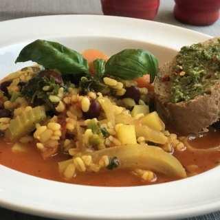 Vegeterijanska minestrone supa