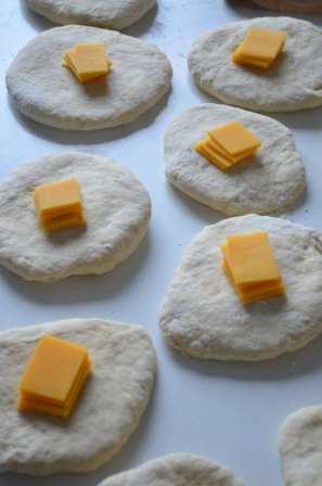 Peciva punjena sirom