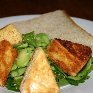Croquettes de camembert et salade persil & fèves