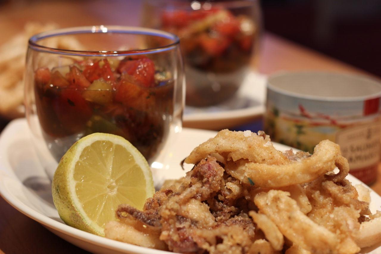 calmars frits et tartare de tomates anciennes