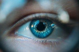 mata yang selalu melihat