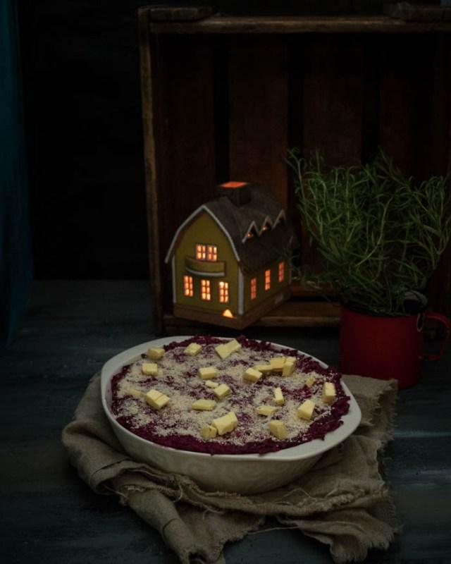 Jouluinen punajuuri -aurajuustolaatikko