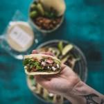 Meksikolaiset maissi tortillat ja kikherne mole