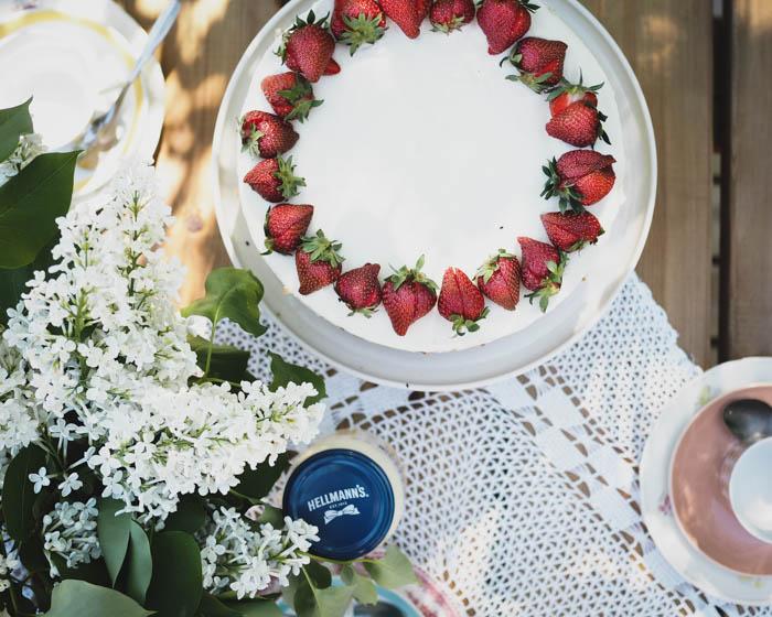 Raparperitäytekakku   täytekakku   raparperi   mansikkakakku   leivonta   kesäjuhlat