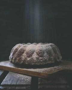 Luukku 10: Suklainen rommiluumukakku