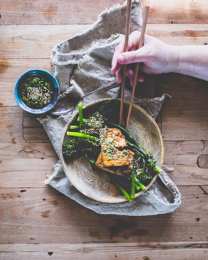 Tofua ja broccoliinia