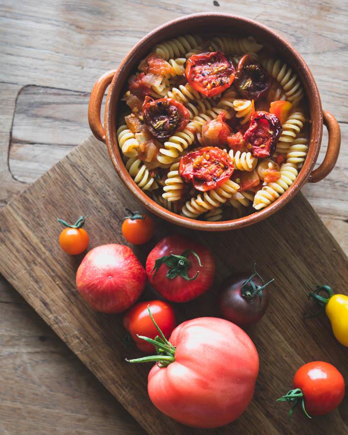 Tomaattipastaa tuoreista tomaateista