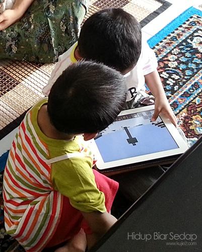 anak blogger canggih zaman sekarang main ipad dari baby