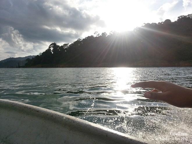 naik bot ke Tasik Kenyir