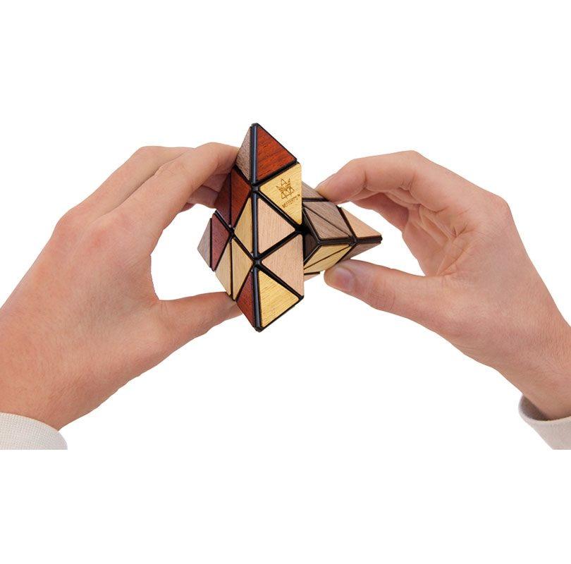 Pyraminx-Deluxe-D_R5052-1067x800