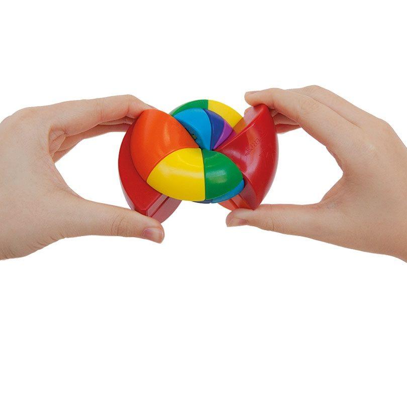 Rainbow-Nautilus-Hands_R5056-1067x800