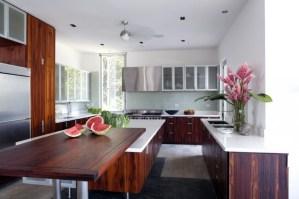 decoracion-interior-moderna-minimalista-arreglo-floral-cocina