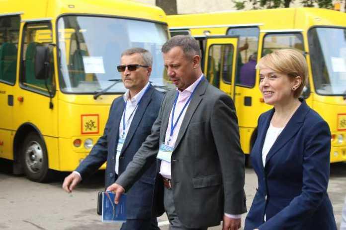 Нові шкільні автобуси мають забезпечити дітям доступ до якіснішої освіти, - Гриневич