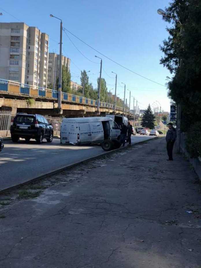 У Львові у автомобіля відвалились колеса. Фото Варта-1