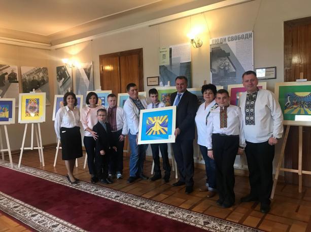 У Львівській ОДА експонується виставка картин діток з особливими потребами
