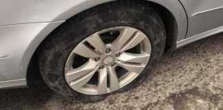 Як у Львові можна пошкодити автомобіль через поганий стан дороги. Фото Варта-1