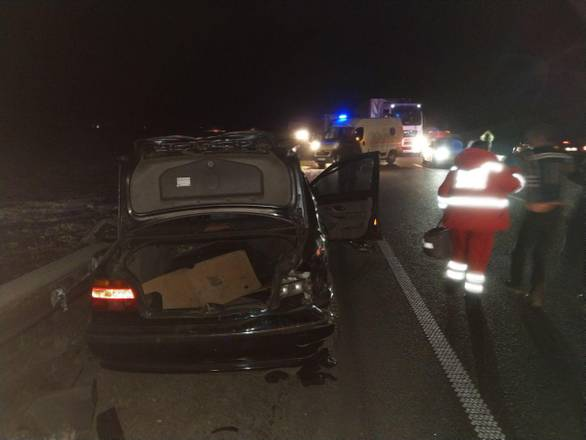 На Львівщині BMW зіткнулася з фурою, одна людина загинула. Фото Громадське