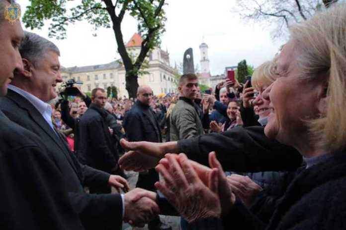Львів'яни подякували Петру Порошенку за здобутки, яких досягла Україна за час його роботи на посаді Президента