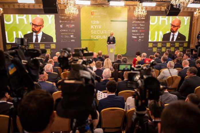 Арсеній Яценюк: В Україні повинні бути розміщені військові підрозділи НАТО. Маємо стати частиною спільної протиракетної і протиповітряної оборони