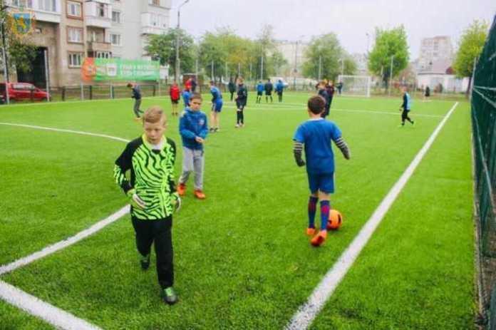 У Червонограді відкрили одразу два футбольні поля