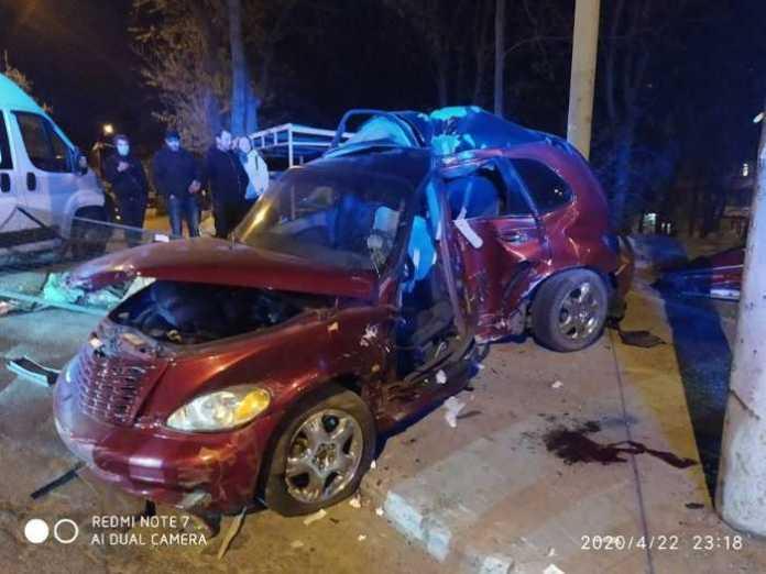 На Львівщині під час ДТП травмувався водій. Фото: ДСНС.