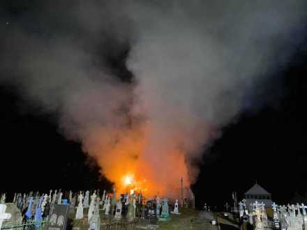 У Радехівському районі вогонь знищив дерев'яну церкву