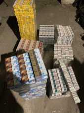 На кордоні з Польщею затримали вантажівку з цигарками