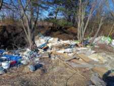 Біля Львова виявили стихійне сміттєзвалище, фото Варта-1