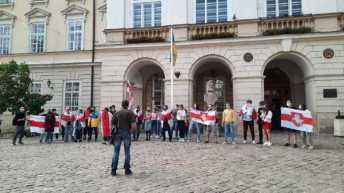 У центрі Львова білоруси влаштували акцію на підтримку політв'язнів