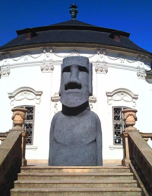 Moai socha letohrádek Mitrovských