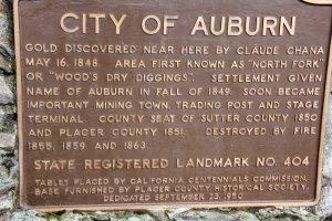 Auburnin kaupunki sai alkunsa kultaryntäyksestä ja siitä kerttoo tämä muistomerkki.