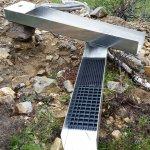 Tuurissa valmistettu kivenerotin ja ränni tuhdista 3 mm alumiinista.