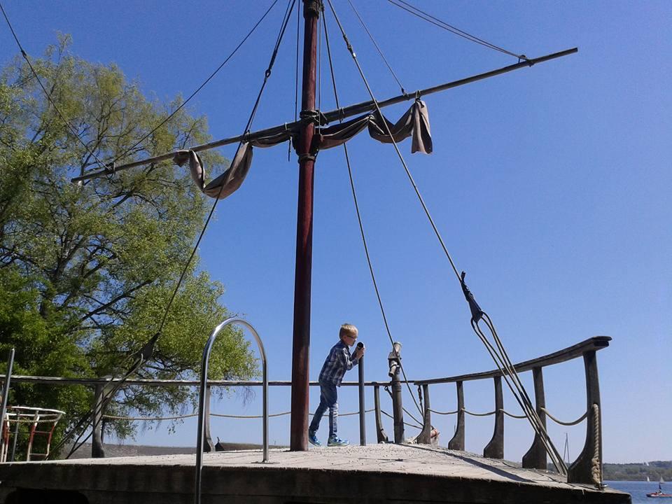 Piratenspielschiff in Schondorf am Ammersee