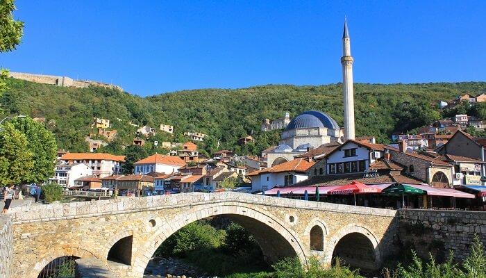 prizren-kosovo 'Kryeqyteti historik' nxit polemika e batuta në Kuvend