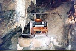 stalacpipe-organ-luray-caverns-virginia-stalactite-piano-cave-2.jpg