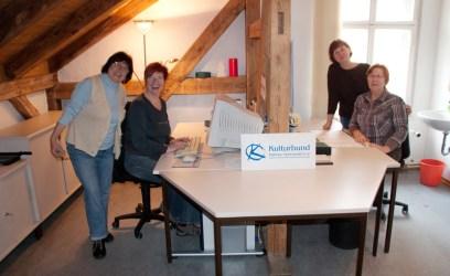 Ein Büro bekommt neue Möbel...