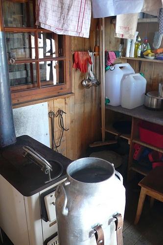Mit dieser Bränte, fotografiert von  babu, wird auf der Silberhornhütte im Jungfraugebiet keine Milch, sondern Schnee zum Schmelzen transportiert.