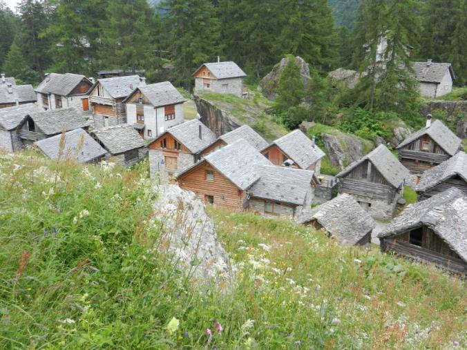 Viele dieser Ställe und Speicher im oberen Dorfteil sind zu Ferienhäusern umgebaut worden.