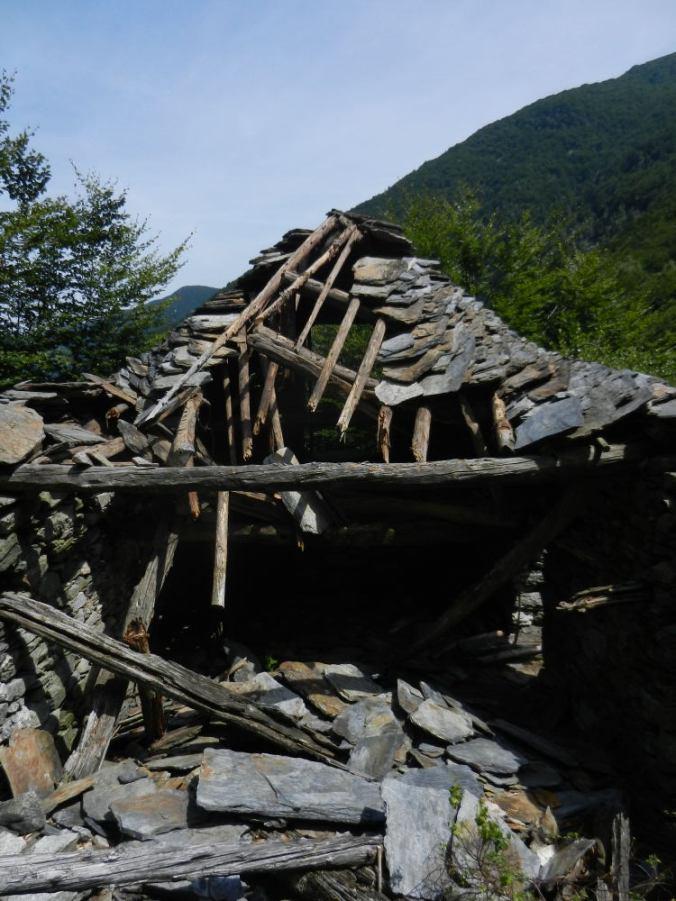 Am Ende der Welt: ein verfallenes Steinhaus in Termine