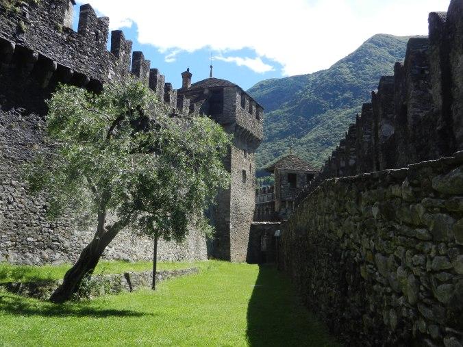 Der Zugang zum Castello di Montebello von unten.