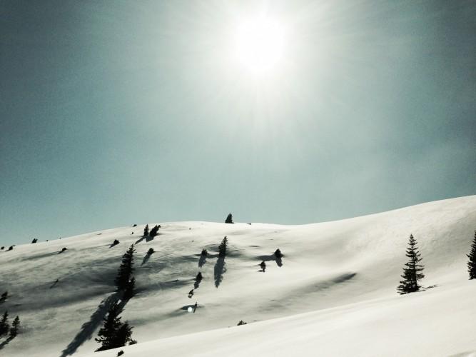 Freie Hänge unterhalb des Simetsberg-Gipfels