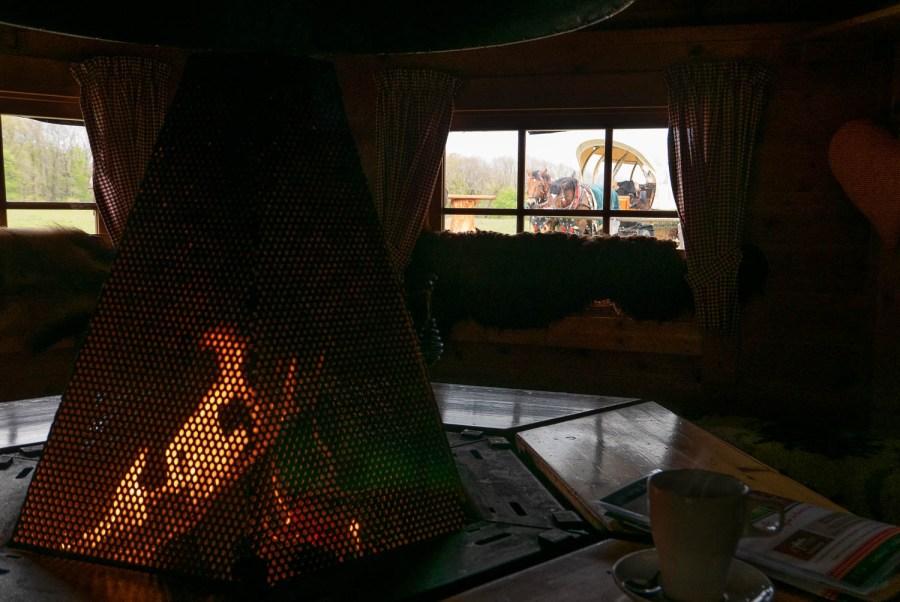 Warmes Feuer in der Hainich-Baude.