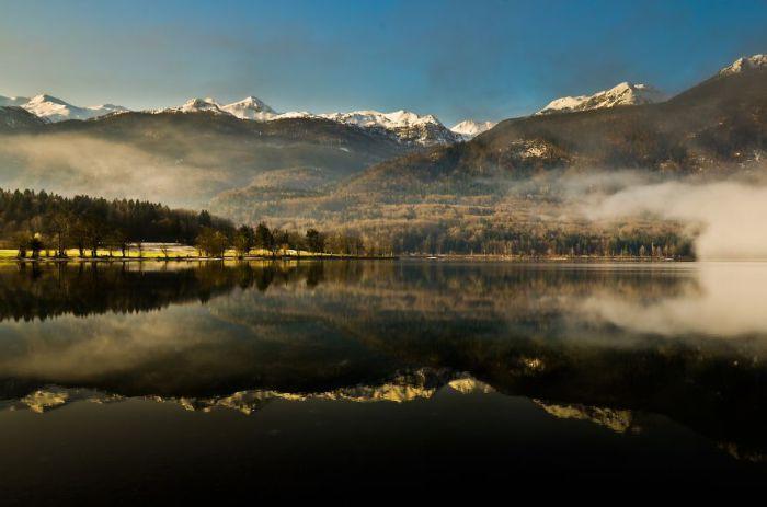 Туман. Озеро Бохинь. Словения.