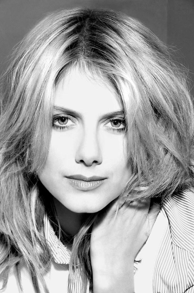 Мелани французская актриса, родилась в 1983 году в еврейской семье, отец - актёр, мать - преподователь хореографии.