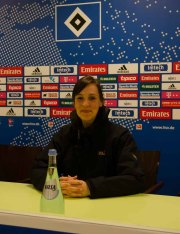 Die Bühne für Pressekonferenzen des HSV - ich übe schon mal für die großen Auftritte als Pressesprecherin.