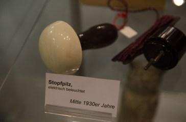 electrum - das Museum der Elektrizität: Dort werden Designstücke und skurrile Alltagsgegenstände präsentiert: Beleuchteter Stopfpilz.